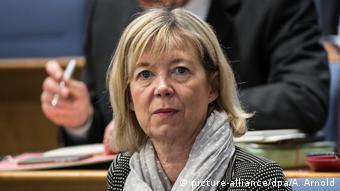 Close-up of RLP's finance minister Doris Ahnen (picture-alliance/dpa/A. Arnold)