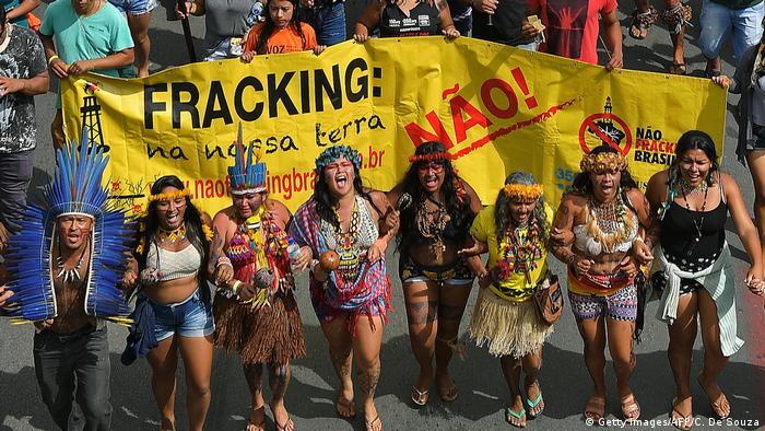 Brasilien Brasilia Proteste indigener Völker (Getty Images/AFP/C. De Souza)