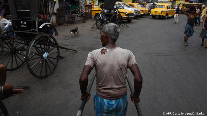 Rikschas in Kalkutta (AFP/Getty Images/D. Sarkar)