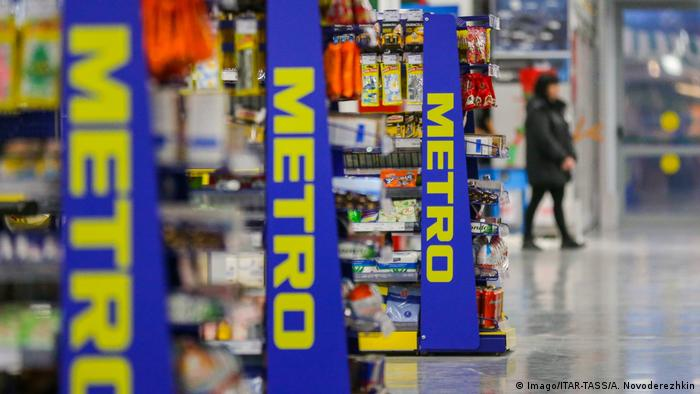 Полки в гипермаркете Metro Cash & Carry