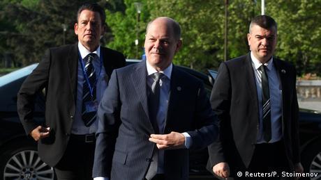 DW: Ο Σολτς δεν άνοιξε τα χαρτιά του για την Ελλάδα