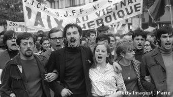 Protest gegen den Vietnamkrieg am 1. Mai 1968 in Paris (AFP/Getty Images/J. Marie)