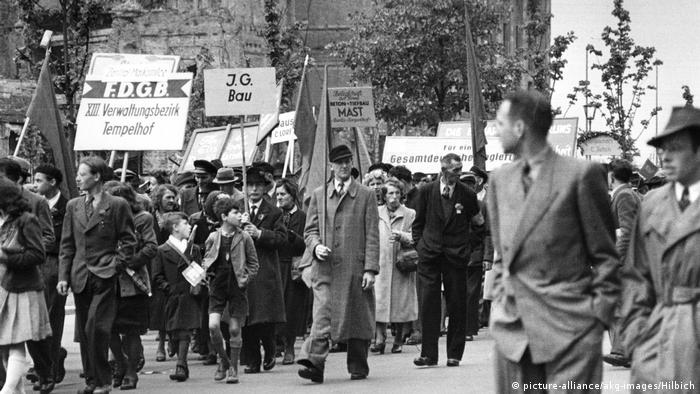 1. Mai Tag der Arbeit in Ostberlin 1949 (picture-alliance/akg-images/Hilbich)
