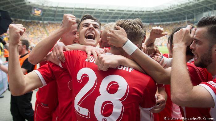 2. Bundesliga - Dynamo Dresden v Fortuna Dusseldorf: Düsseldorf steigt auf (picture-alliance/dpa/S. Kahnert)
