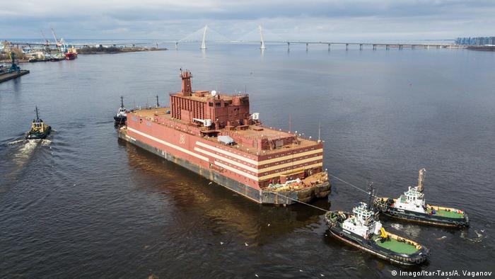 Russland St Petersburg - Schwimmendes Atomkraftwerk Akademik Lomonossow (Imago/Itar-Tass/A. Vaganov)