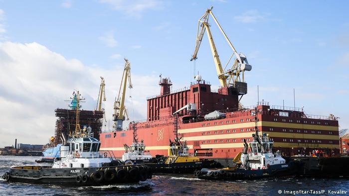 Russland St Petersburg - Schwimmendes Atomkraftwerk Akademik Lomonossow (Imago/Itar-Tass/P. Kovalev)