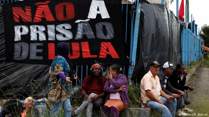 Brasilien Curitiba Camp von Unterstützern des ehemaligen Präsidenten Lula (Reuters/R. Buhrer)