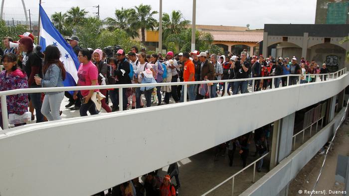 Mexiko Tijuana Migranten-Konvoi erreicht US-Grenze (Reuters/J. Duenes)