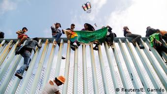 Mexiko Tijuana Migranten-Konvoi erreicht US-Grenze (Reuters/E. Garrido)