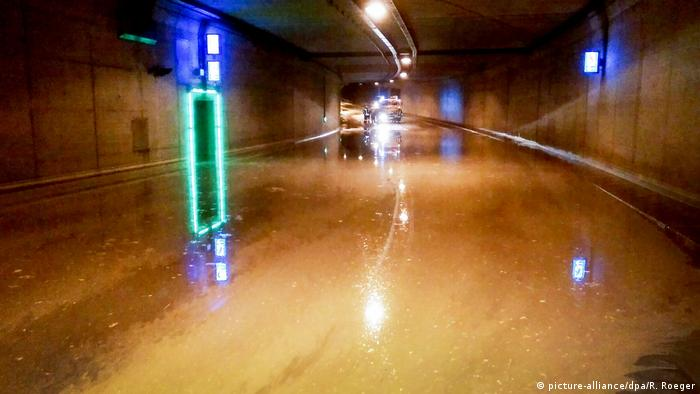 Flooded Europatunnel in Aachen (picture-alliance/dpa/R. Roeger)