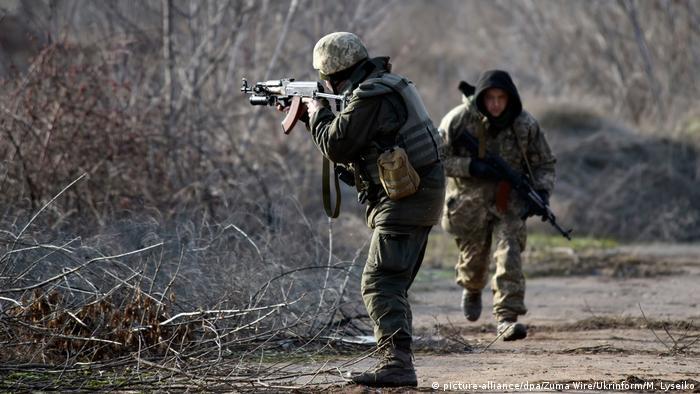 Ukraine Frontposition der ukrainische Armee bei Nowoluhanske