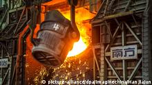 --FILE--View of the production of steel at a plant of Qingdao Special Iron and Steel Co., Ltd. in Qingdao city, east China's Shandong province, 23 February 2018. The purchasing managers' index (PMI) for China's manufacturing sector came in at 51.4 this month, down from 51.5 in March, new data showed Monday. A reading above 50 indicates expansion, while a reading below reflects contraction. Despite the slight decline, the April figure was still higher than an average of 51 in the first quarter and 51.2 for April 2017, the National Bureau of Statistics (NBS) said in a statement on its website. Foto: Han Jiajun/Imaginechina/dpa |