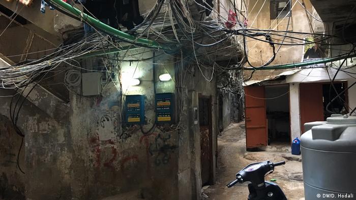 أحد أزقة مخيم برج البراجنة قرب بيروت