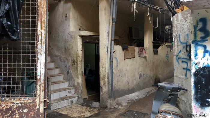 Apartment in Beirut refugee camp (DW/D. Hodali)
