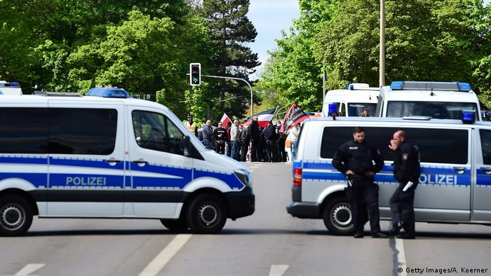 Police vans at neo-Nazi march (Getty Images/A. Koerner)