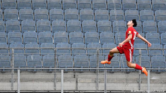 Sardar Azmoun Fußball Iran (AFP/Getty Images/J. Klamar)