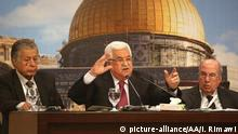 RAMALLAH, WEST BANK - APRIL 30: Palestinian President Mahmoud Abbas (C) makes a speech during the 23rd session of the Palestinian National Council at the Ahmad Al-Shukairy Conference Hall in the Presidential Office in Ramallah, West Bank on April 30, 2018. Issam Rimawi / Anadolu Agency | Keine Weitergabe an Wiederverkäufer.