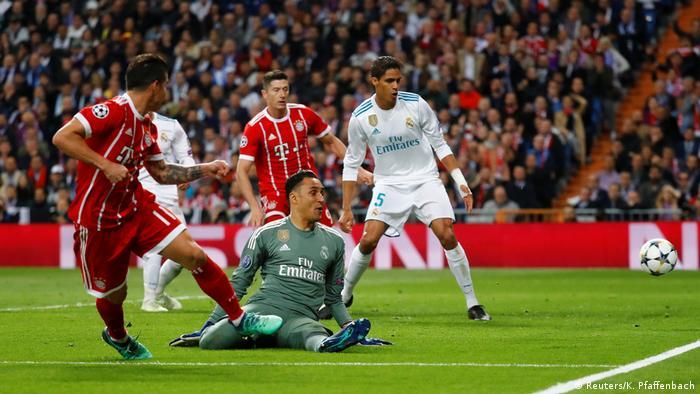 Fußball Champions League FC Bayern - Real Madrid (Reuters/K. Pfaffenbach)