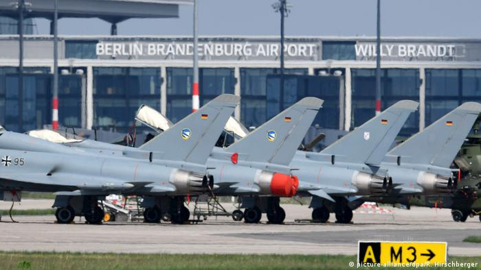 Eurofighters (picture-alliance/dpa/R. Hirschberger)