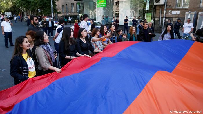 DW: Что политики ЕС обсуждали в Брюсселе с новыми властями Армении