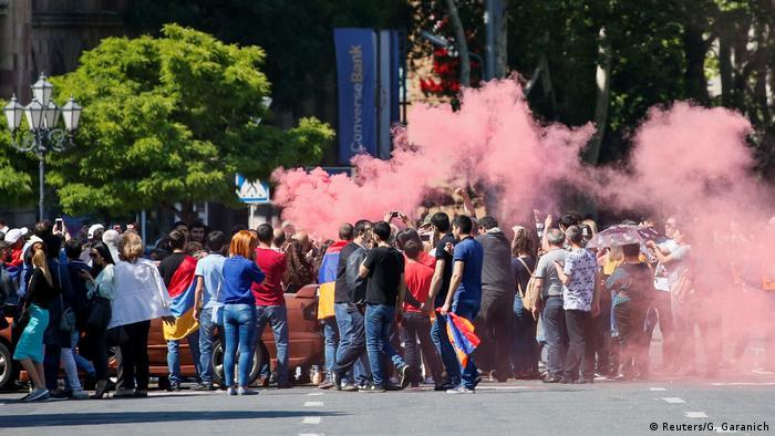 Armenien Straßenblockade in Eriwan (Reuters/G. Garanich)