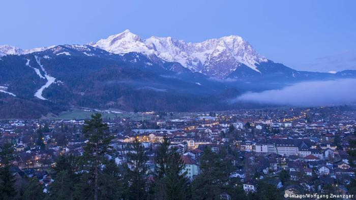 View of the Alps and Garmisch-Partenkirchen (Imago/Wolfgang Zwanzger)