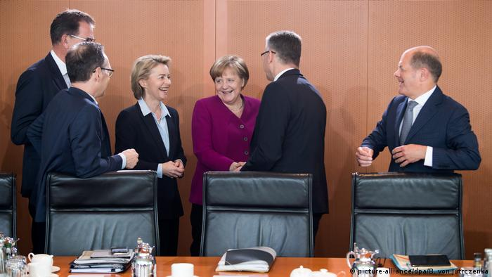 German cabinet (picture-alliance/dpa/B. von Jutrczenka)