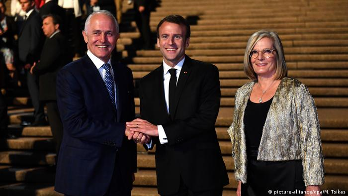 Emmanuel Macron with Malcolm Turnbull and Lucy Turnbull at the Sydney Opera House (picture-alliance/dpa/M. Tsikas)