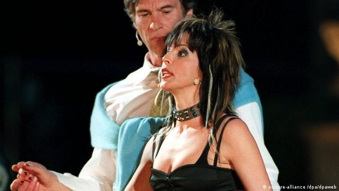 Pop singer Nena plays Paramour in 'Everyman' in 2002 (picture-alliance /dpa/dpaweb)