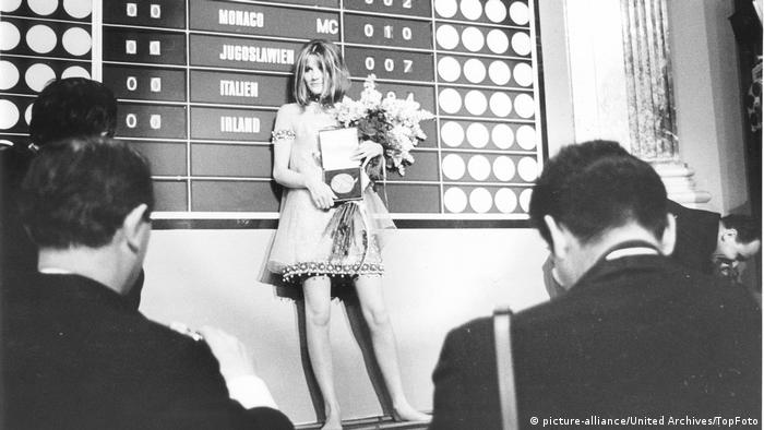 ESC Outfits | Sandie Shaw (1967) (picture-alliance/United Archives/TopFoto)