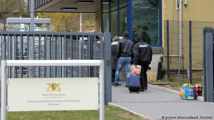 Migrant accommodation in Ellwagen (picture-alliance/dpa/S. Puchner)