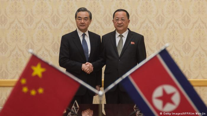 Nordkorea Chinas Außenminister Wang Yi in Pjöngjang (Getty Images/AFP/Kim Won-Jin)