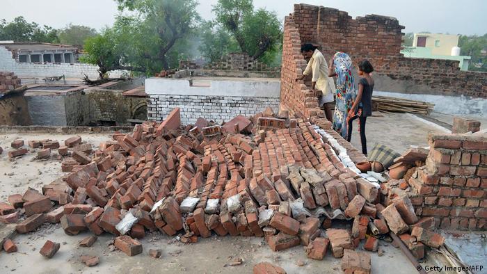 High-intensity dust storm hits Uttar Pradesh, 45 dead