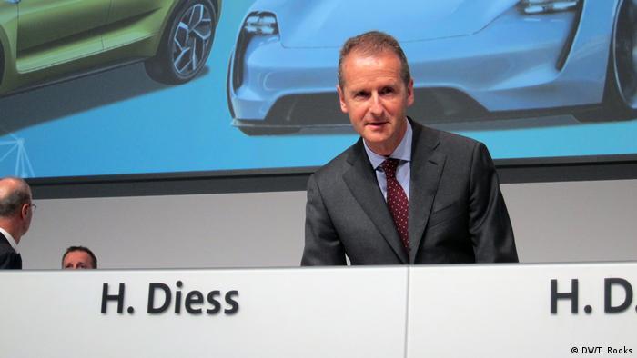 VW Hauptversammlung in Berlin Diess und Pötsch