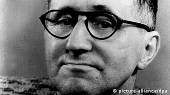 Author Bertolt Brecht (picture-alliance/dpa)