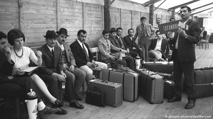 Turkish migrant workers at the Düsseldorf airport