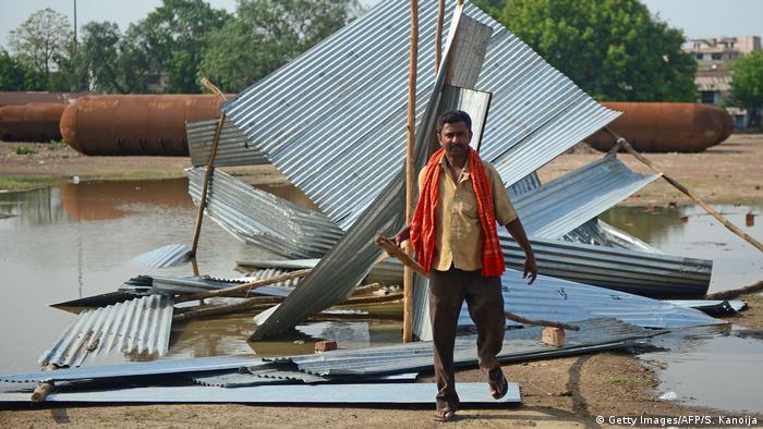 Indien Sturmschaden in Allahabad (Getty Images/AFP/S. Kanoija)