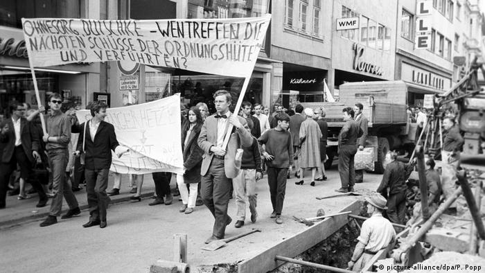 Anti-Springer Demonstration in Bonn 1968 (picture-alliance/dpa/P. Popp)