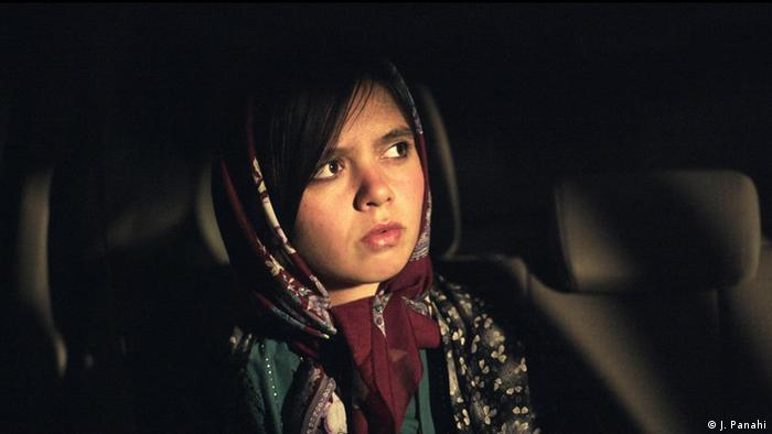 Film still Three faces, a young girl with a headscarf (J. Panahi)