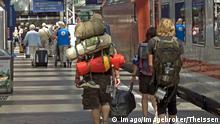 Deutschland   Interrail - Jugendliche Rucksacktouristen