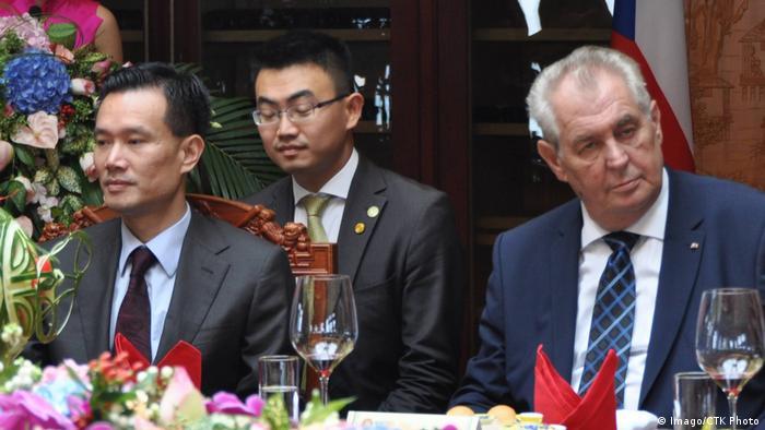 Yie Jianming und Milos Zeman (Imago/CTK Photo)