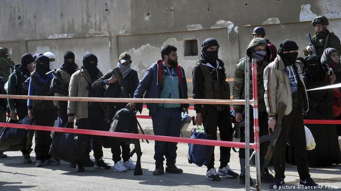 Syria rebels lay down arms under Homs withdrawal deal