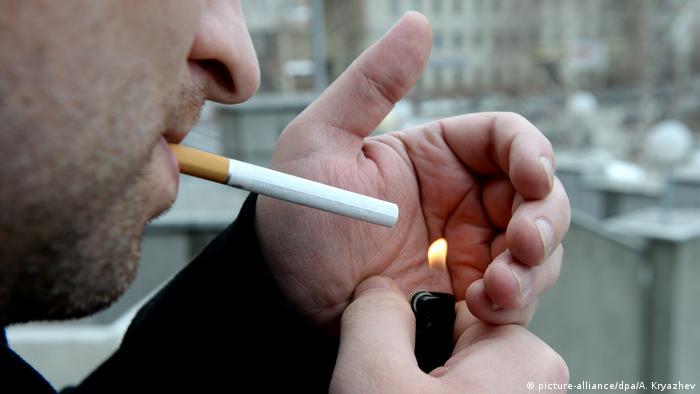 Symbolbild: Raucher / Rauchen in der Öffentlichkeit/