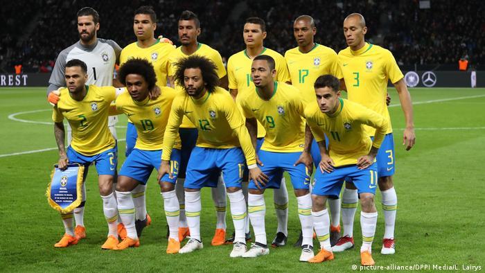49a98d20a3ef6 Amistoso contra a Alemanha em março  apenas Daniel Alves