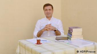HDP'nin adayı Selahattin Demirtaş