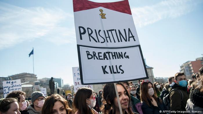 Protest gegen Luftverschmutzung durch Kohlekraftwerke Serbien (AFP/Getty Images/A. Nimani)