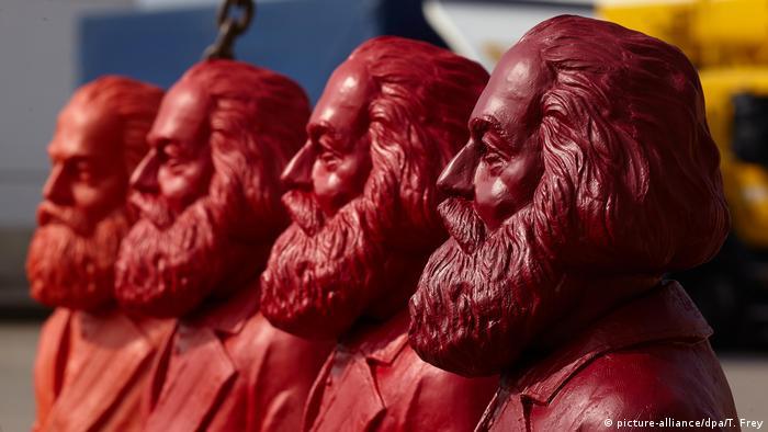 Karl-Marx Figuren in Trier (picture-alliance/dpa/T. Frey)