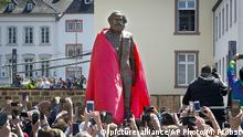 Enthüllung Karl-Marx-Statue in Trier (picture-alliance/AP Photo/M. Probst)