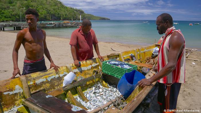 Fishermen in St. Lucia (DW/Michael Altenhenne)