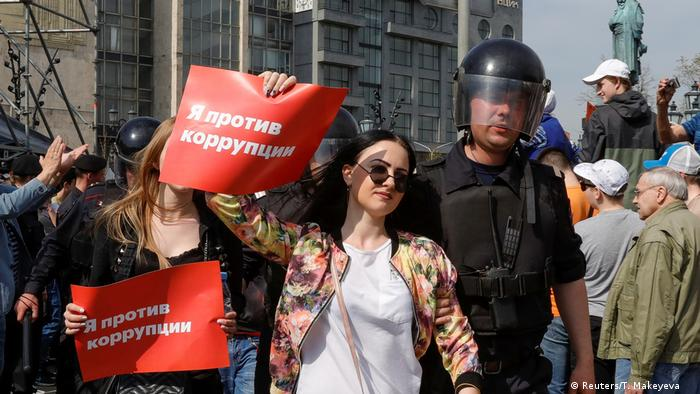 Задержания на митинге Он нам не царь в Москве.